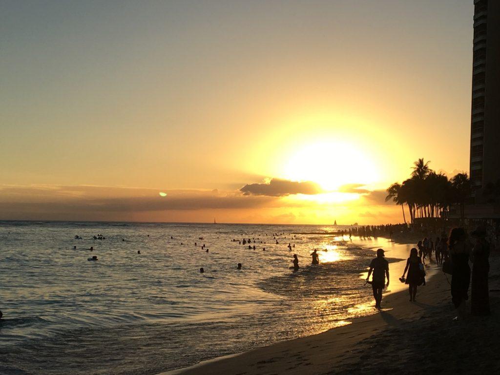 ワイキキビーチからの夕焼け